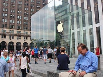 Apple Store sulla Fifth Avenue a NYC