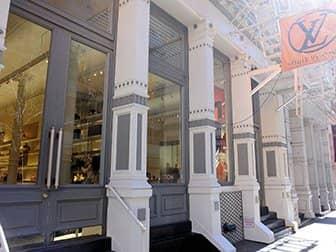 Shopping a SoHo - Louis Vuitton