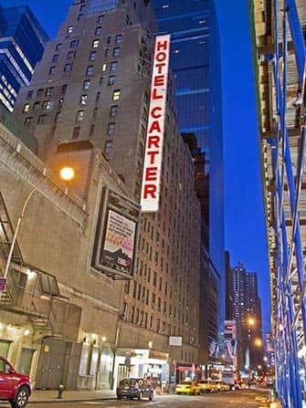 Carter Hotel in NYC di sera