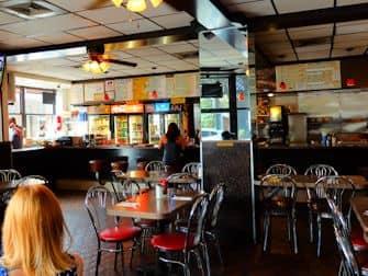 Colazione a New York - L' interno di Hector's