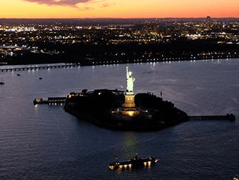 Giro in elicottero e in battello di sera a New York - Statua della Liberta