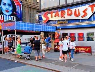 Ristoranti a tema a New York - Ellen's Stardust Diner