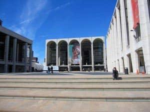 Fuori Lincoln Center