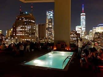 I migliori rooftop bar di New York - Jimmy piscina