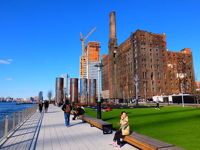 Parchi a New York - Domino Park