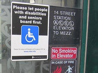 Strutture per persone disabili a New York- Segno nella metropolitana