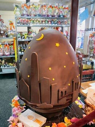Uovo di Pasqua di cioccolato a New York