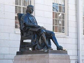 Da New York a Boston gita di un giorno - Statua John Harvard