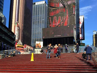 Glee Tour a New York - Scale rosse a Times Square