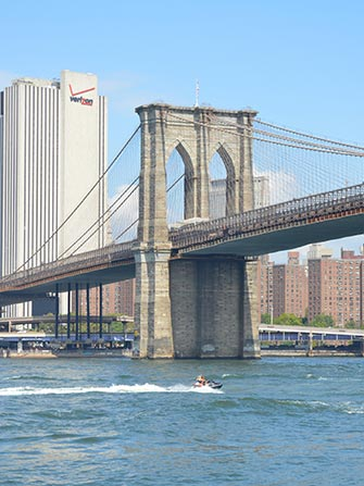 Fare jet ski a New York - Brooklyn Bridge