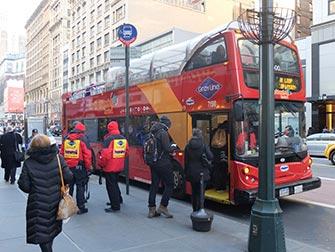 Autobus turistico Gray Line a New York - Salita