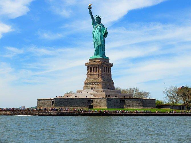 Bateaux Crociera con pranzo a New York - Statua della Libertà