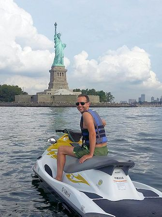Nuotare a New York - jetski