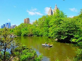 Noleggiare una barca a remi in Central Park - Coppia in barca a remi