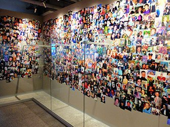 9/11 Tribute Museum a New York - Muro con foto
